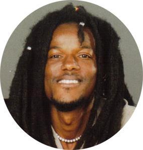 Ousmane Sow möchte mit dir in Kontakt treten